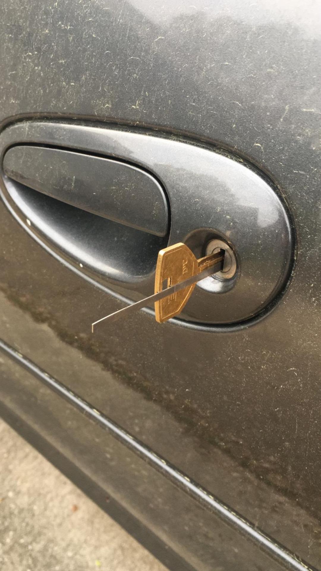 lockpicking car door